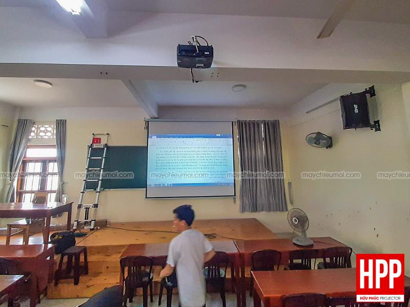 Lắp máy chiếu Optoma PS368 phục vụ dạy học tại Bến Cát, Bình Dương